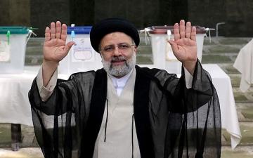 الصورة: الصورة: رسمياً.. إبراهيم رئيسي رئيساً جديداً لإيران