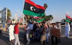 الصورة: الصورة: ليبيا تنهي مزايدات الميليشيات بفتح الطريق الساحلي