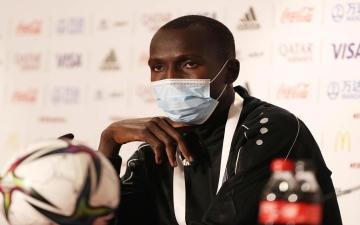 """الصورة: الصورة: """"الشغيل"""".. أول لاعب سوداني يٌكرمه متحف """"الفيفا"""""""