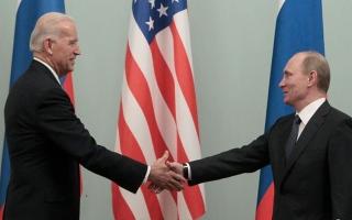 """الصورة: الصورة: هذا ما كشفته """"لغة الجسد"""" في قمة بايدن - بوتين"""