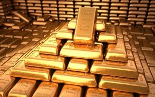 الذهب نحو وقف سلسلة الخسائر مع هبوط عائدات السندات الأمريكية