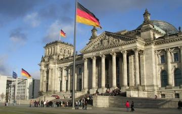 الصورة: الصورة: ألمانيا تقترض 18 مليار يورو إضافية لدعم اقتصادها العام المقبل