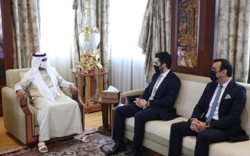 الصورة: الصورة: نهيان بن مبارك  يبحث تعزيز التعاون  مع سفير أفغانستان