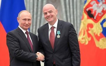 الصورة: الصورة: إنفانتينو يلتقي بوتين في موسكو