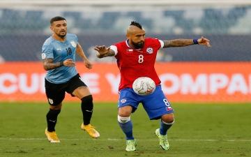 الصورة: الصورة: هدف فيدال العكسي يمنح أوروغواي التعادل 1-1 مع تشيلي