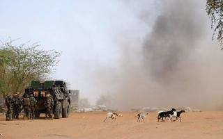 الصورة: الصورة: جرح 6 جنود فرنسيين و4 مدنيين بانفجار سيارة مفخخة في مالي