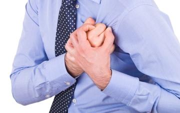 الصورة: الصورة: علامات في الأيدي تحذر من الإصابة بنوبة قلبية