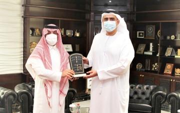 الصورة: الصورة: النائب العام بدبي يبحث التعاون القضائي مع القنصل السعودي