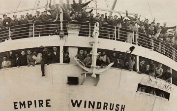 """الصورة: الصورة: أحفاد مهاجري السفينة """"ويندراش"""" يقودون """"الأسود الثلاثة"""" في """"يورو 2020"""""""