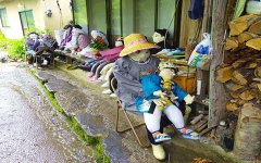 الصورة: الصورة: شاهد.. قرية الأشباح اليابانية التي تسكنها الدمى!