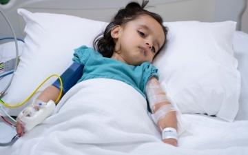 """الصورة: الصورة: إنقاذ حياة طفلة مواطنة مصابة بمرض نادر بـ """"طبية خلفية"""""""
