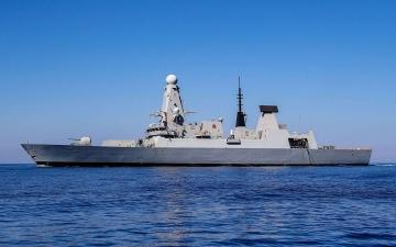 الصورة: الصورة: الجيش الروسي يحذر سفينة بريطانية بإطلاق نار وقنابل لإجبارها على الابتعاد