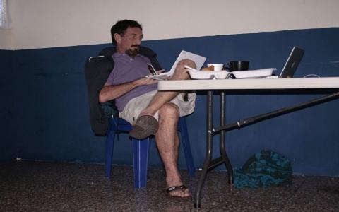 الصورة: الصورة: مكافي يترك رسالة تكشف سراً خطيراً يتعلق بوفاته