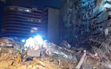 الصورة: الصورة: فيديو.. انهيار مبنى في ميامي الأمريكية ومخاوف من العثور على ضحايا تحت الأنقاض
