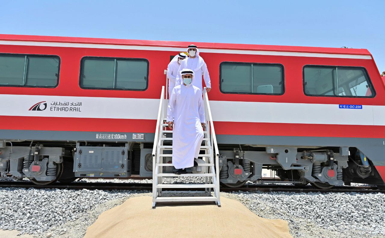 ذياب بن محمد بن زايد يدشن أعمال مد قضبان السكك الحديدية في سيح شعيب