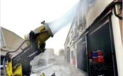 الصورة: الصورة: «أبوظبي للدفاع المدني» تسيطر على حريق بمستودع إلكترونيات في مصفح