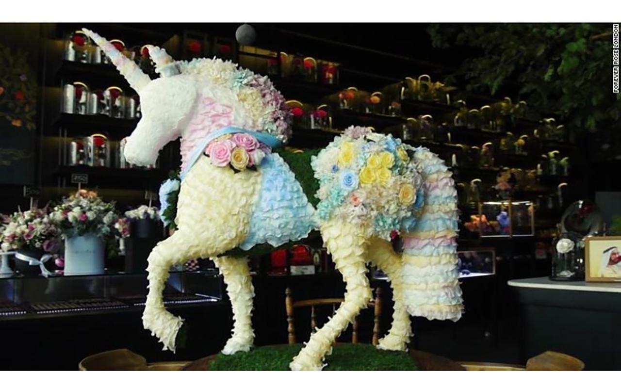 الصورة : حصان مصنوع من الورود | من المصدر