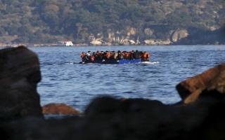 الصورة: الصورة: إنقاذ 37 شخصاً من قارب مهاجرين غرق قبالة تركيا