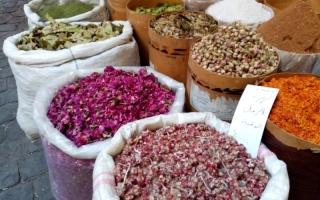 الصورة: الصورة: البزورية.. سوق يحافظ على هوية سوريا التاريخية والأثرية