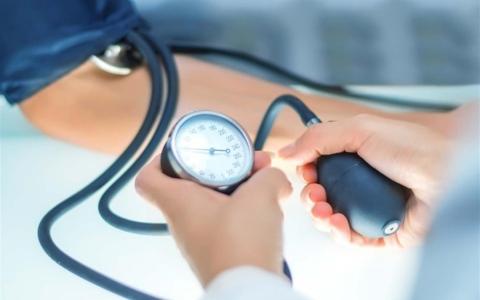 الصورة: الصورة: طرق خفض ضغط الدم بدون دواء