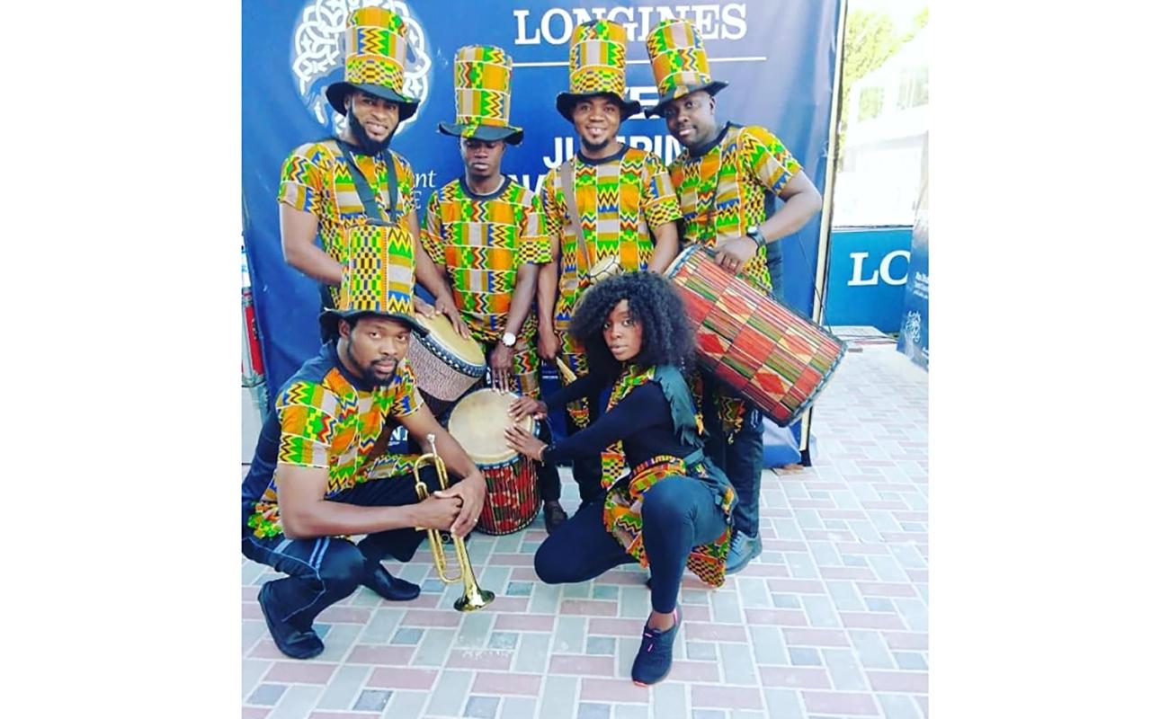 الصورة : أعضاء فرقة دبي أفريقيا