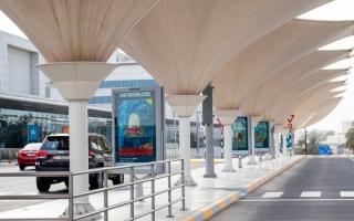 الصورة: الصورة: مطار أبوظبي الدولي يتحول إلى متحف زاخر بالألوان