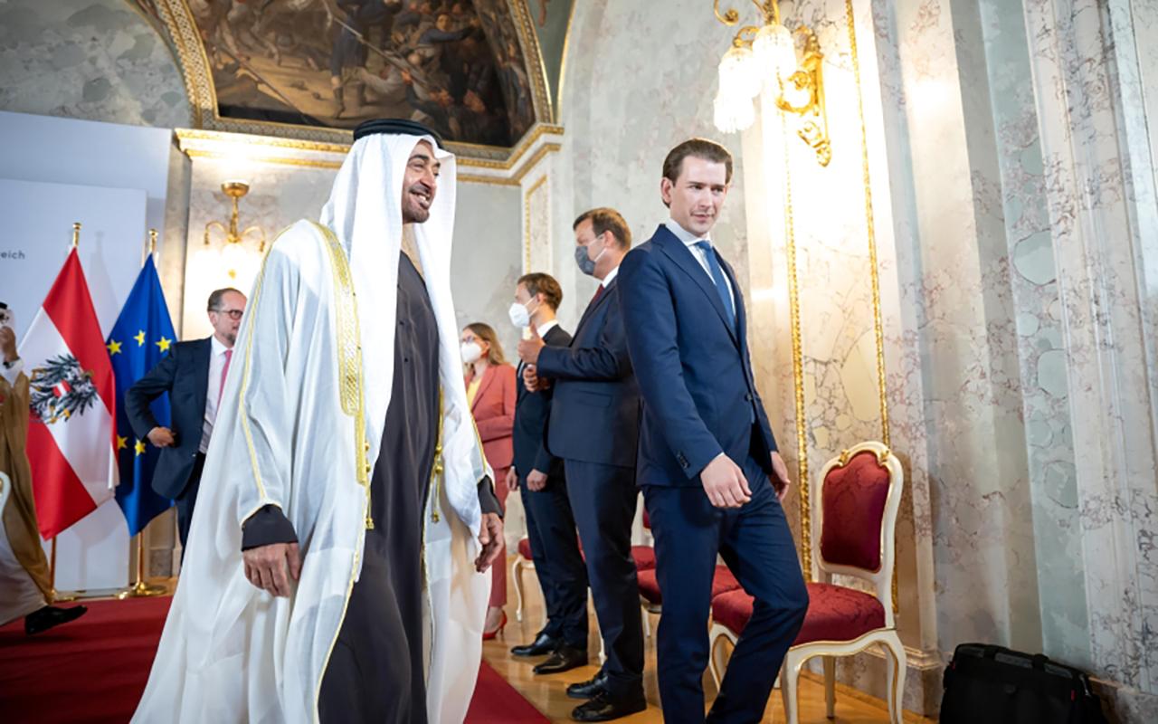 محمد بن زايد وكورتس يشهدان توقيع اتفاقية شراكة استراتيجية بين الإمارات والنمسا