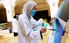الصورة: الصورة: طالبات في الجامعة بالقاسمية يبدعن بالألوان المائية
