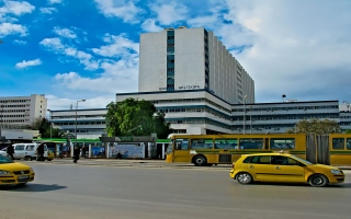 الصورة: الصورة: نقل رئيس النهضة راشد الغنوشي الى المستشفى العسكري للخضوع لفحوصات للمرة الثانية خلال يومين