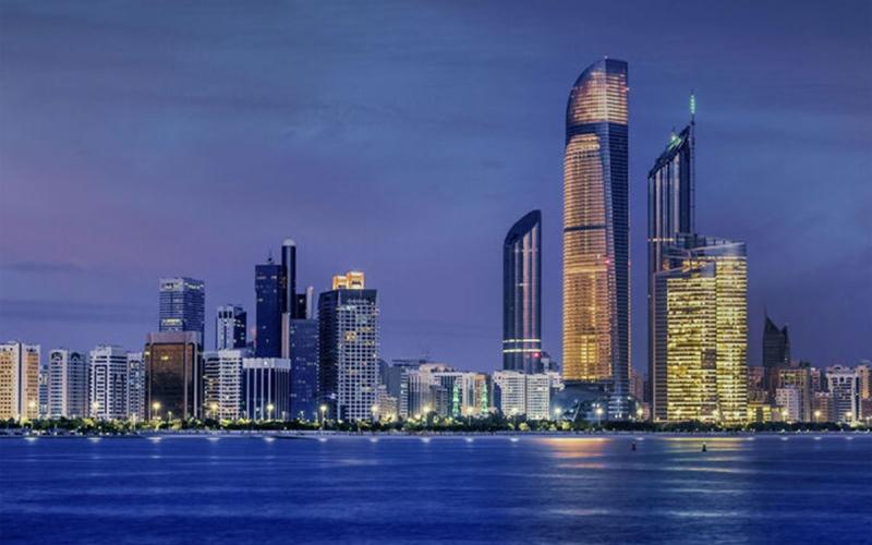 الصورة: الصورة: أبوظبي تقلص متطلبات إصدار الرخص التجارية بنسبة 71%