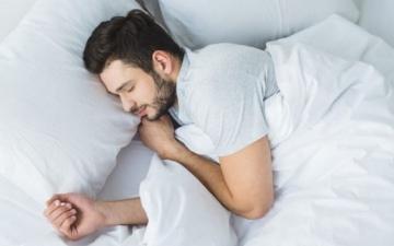 الصورة: الصورة: تقنية لنوم هانئ خلال 60 ثانية فقط