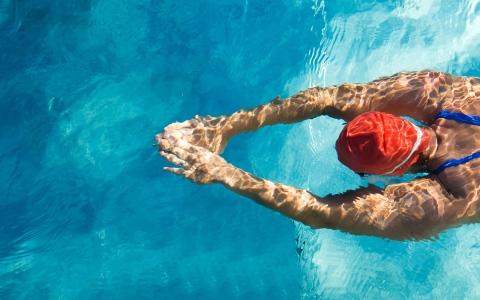 """الصورة: الصورة: السباحة أكثر تمارين """"الايروبيك"""" معززة للدماغ"""