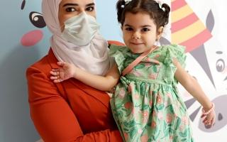 الطفلة جولي تتماثل للشفاء.. ووالدتها: شكراً «أم الإمارات»
