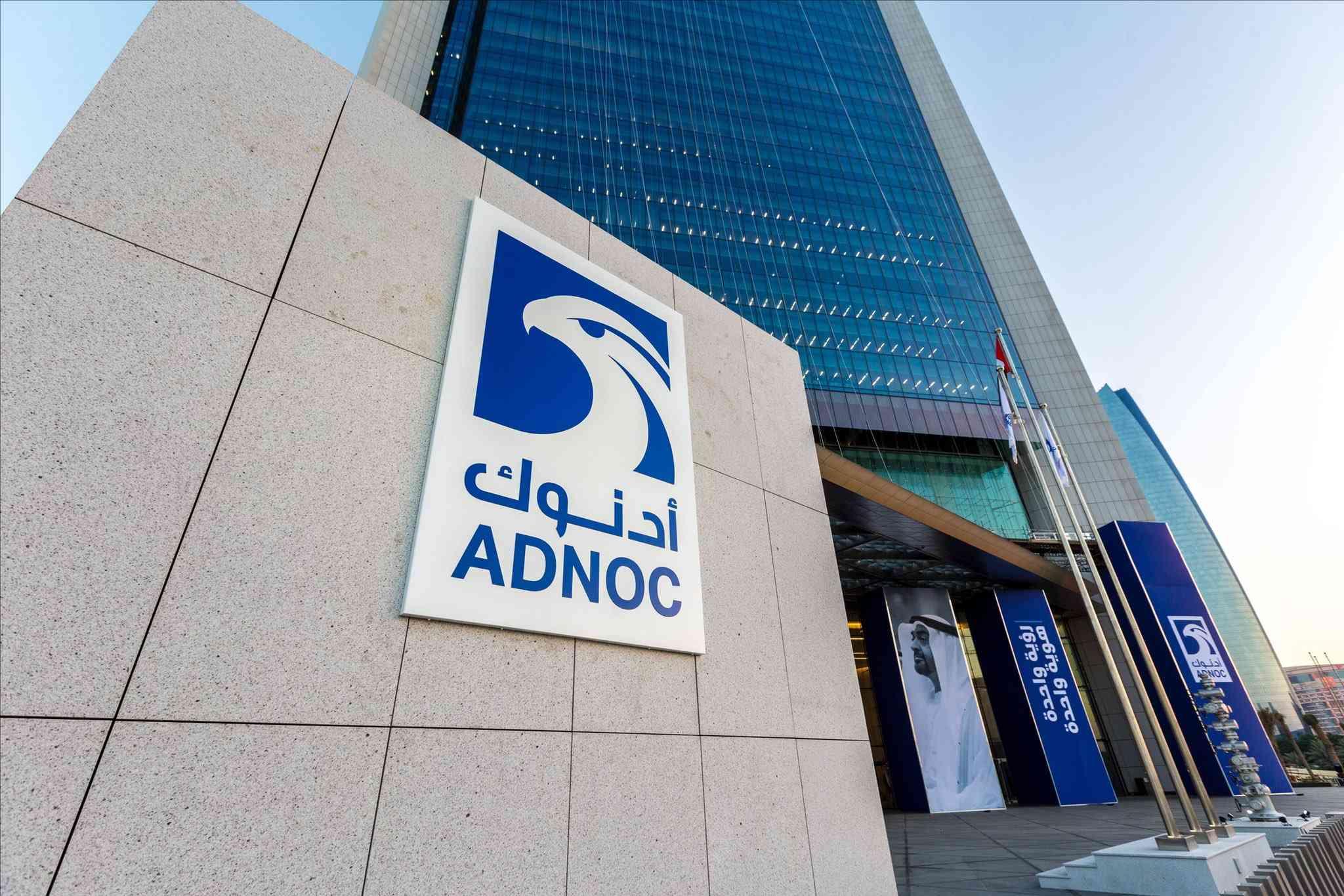 أدنوك توقع اتفاقيات بنحو مليار دولار لتنفيذ خدمات هندسية لمشاريع رئيسية