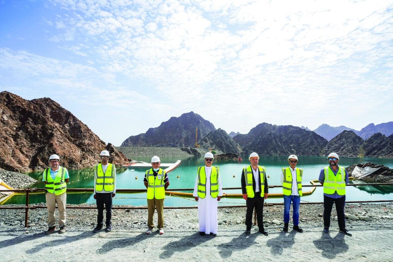 الصورة : سعيد الطاير خلال تفقده مشروع المحطة الكهرومائية       من المصدر
