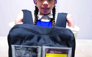 طالبة مواطنة تطلق ابتكار الحقيبة المدرسية الذكية