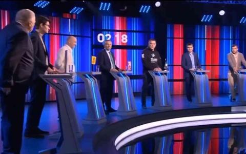 الصورة: الصورة: سياسي روسي انتقد بوتين فسقط سرواله!.. فيديو