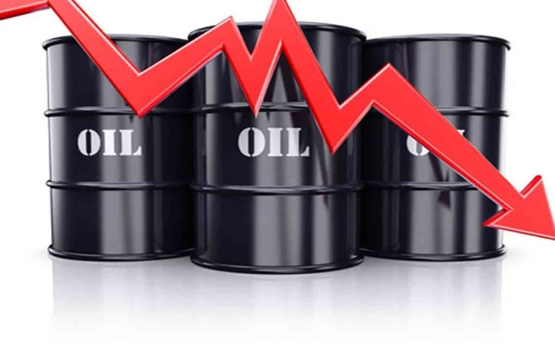 الصورة: الصورة: انخفاض أسعار النفط نتيجة ارتفاع الدولار وزيادة عدد حفارات النفط بأمريكا