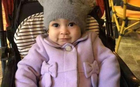 الصورة: الصورة: أحزنت المصريين.. وفاة الطفلة ليال مريضة «ضمور العضلات»