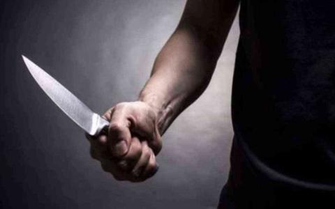 الصورة: الصورة: مراهق يقتل والديه طعناً بسكين