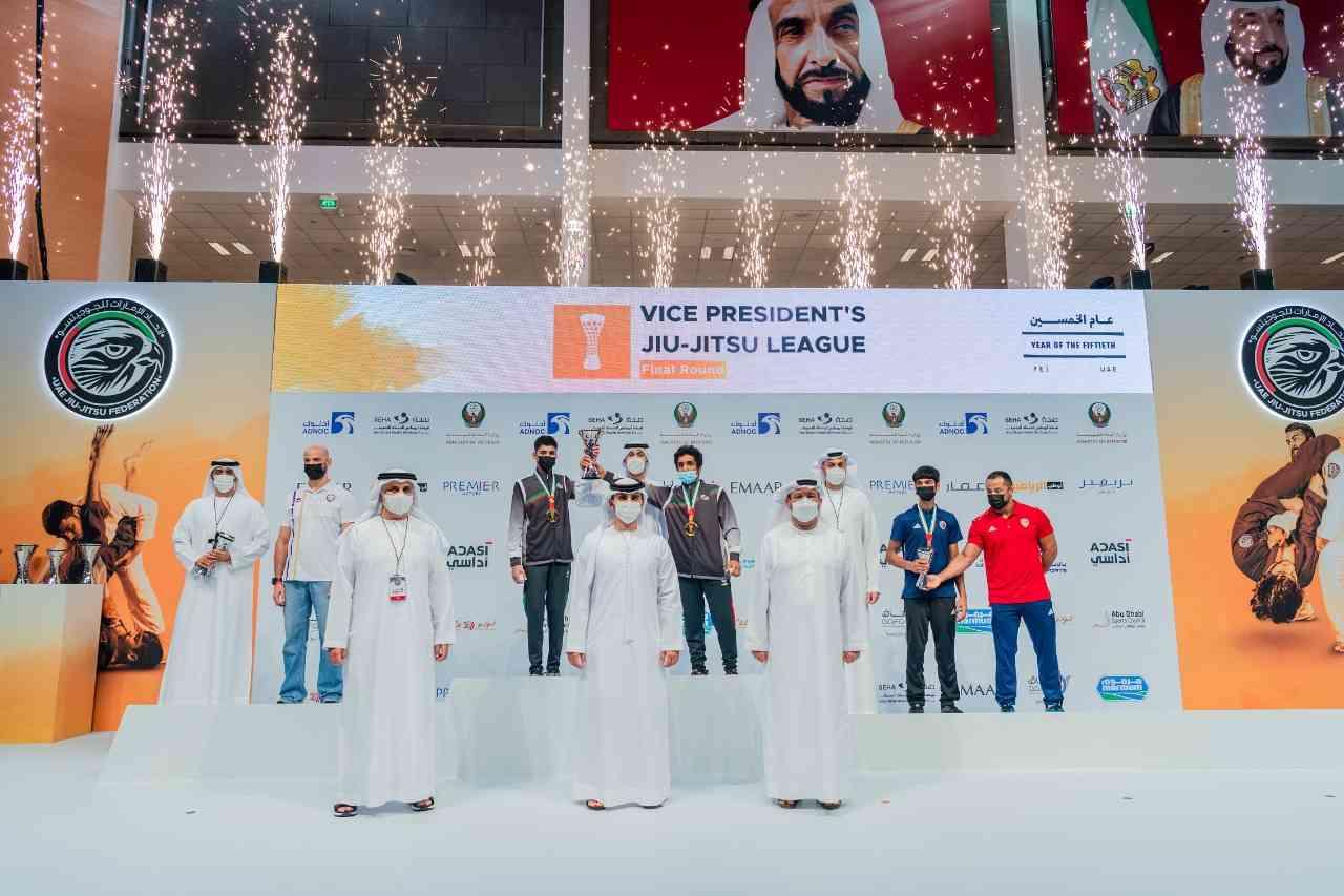 منصور بن محمد يتوج الفائزين في ختام كأس نائب رئيس الدولة للجوجيتسو