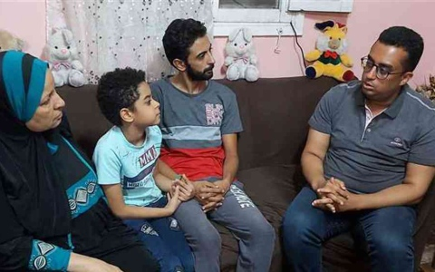 الصورة: الصورة: «طفل الهرم».. خطفه ابن عمته وطالب بـ «100 ألف دولار» فدية