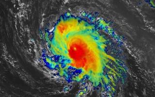"""الصورة: الصورة: المركز الوطني الأمريكي يحذر: """"سام"""" اشتد وتحول إلى إعصار"""