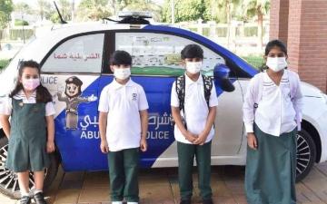 الصورة: الصورة: شرطة أبوظبي تعزز الوعي بأهمية مقاعد الأطفال في المركبات