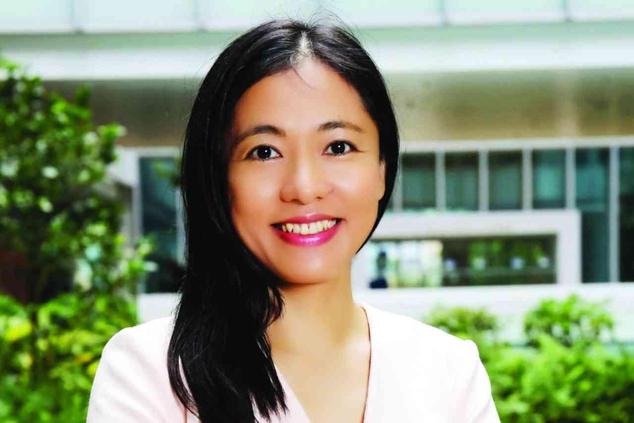 الصورة : أنجيلا هويو تشانغ - أستاذة قانون، ومديرة مركز القانون الصيني في جامعة هونغ كونغ.