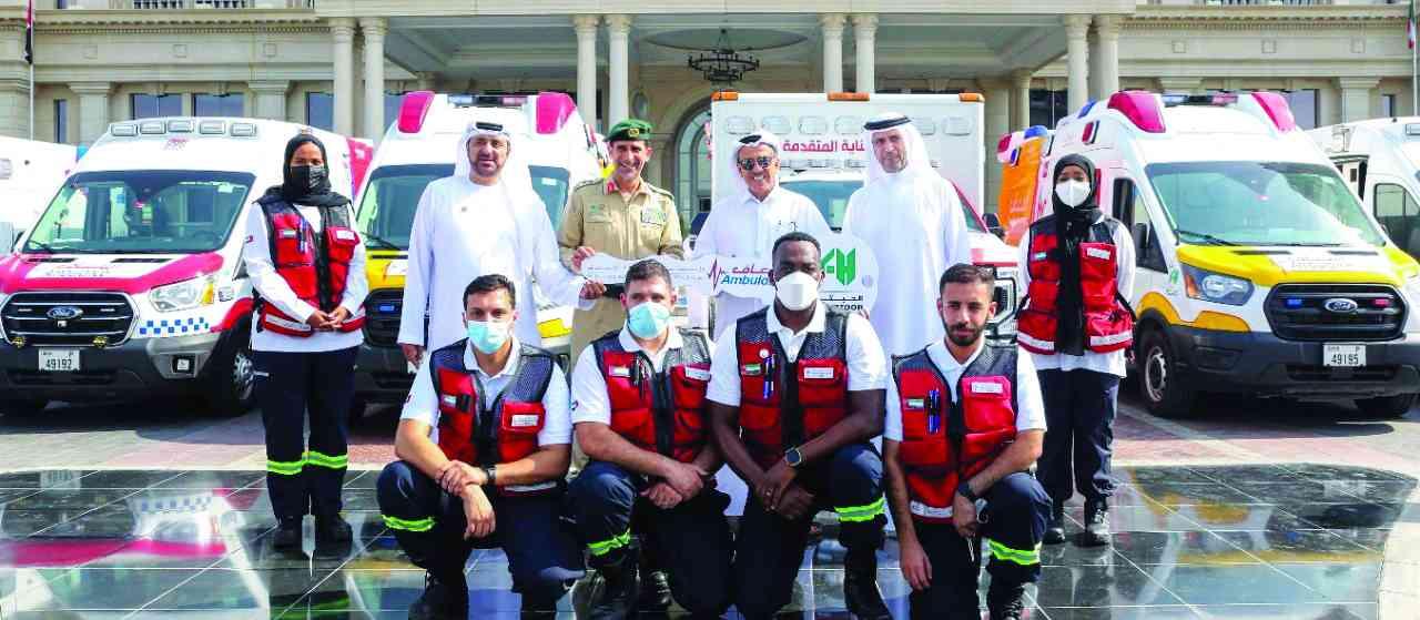 «إسعاف دبي» تتسلم 10 سيارات مطورة