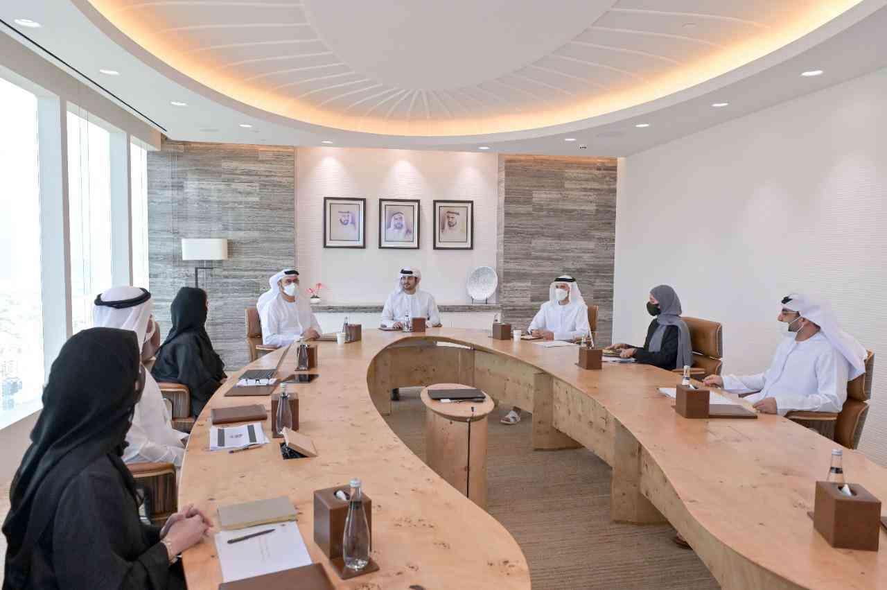 مكتوم بن محمد يستعرض استراتيجيات حكومة الإمارات والمنهجية الجديدة للعمل الحكومي