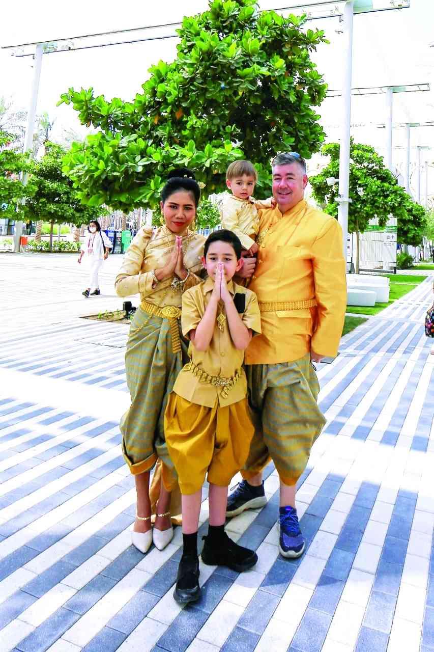 الصورة : » عائلة كازاخستانية بالزي التقليدي