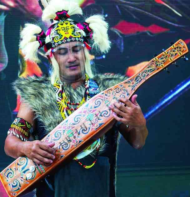 الصورة : » الآلات والأدوات الموسيقية من مفردات التراث الشعبي