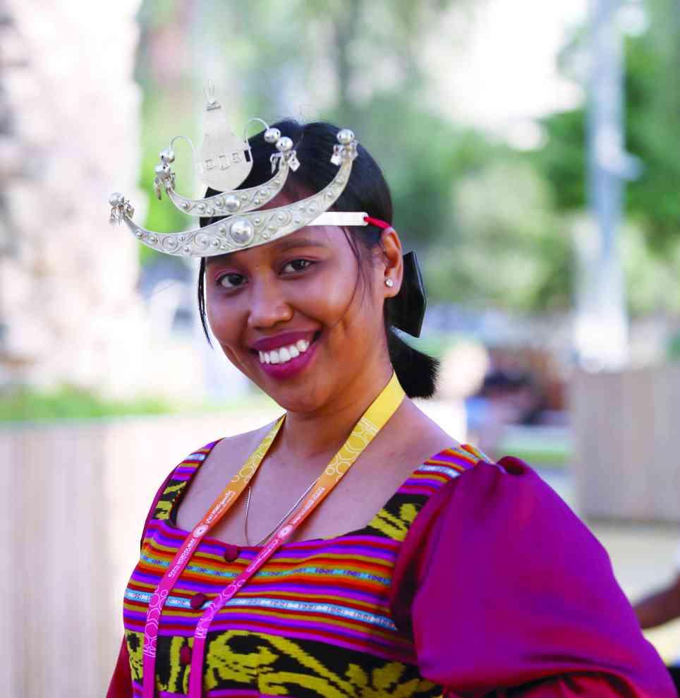الصورة : » وجه بملابس تراثية من تيمور الشرقية